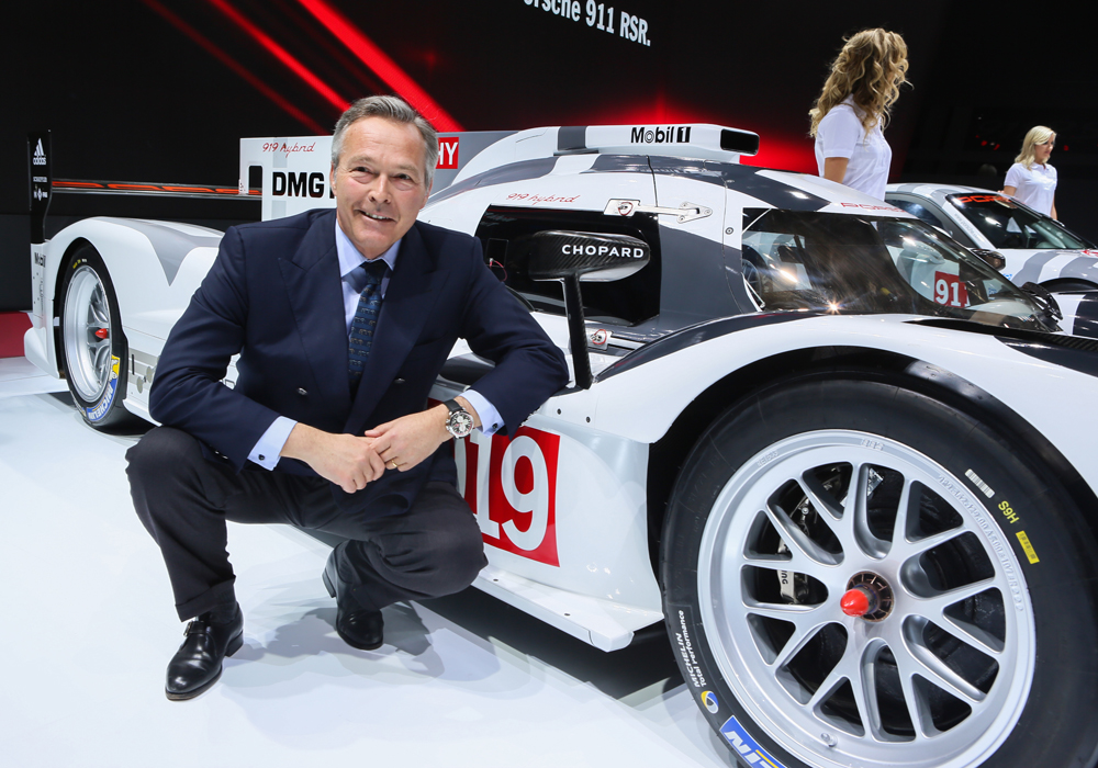 006_Chopard_Porsche_Karl-Friedrich Scheufele in front of the Porsche 919 Hybrid
